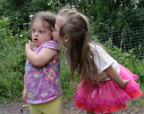 sister_kiss