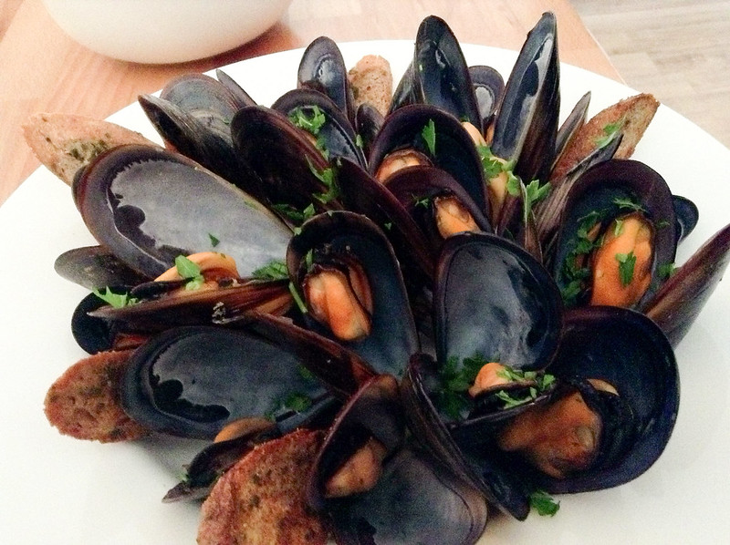 Becca's Kitchen: mussels