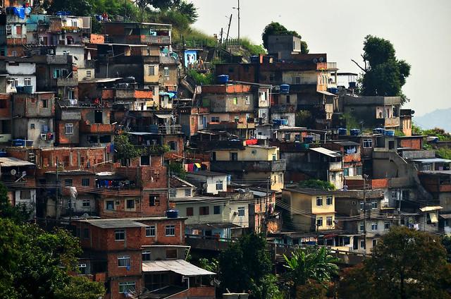 Fachada de favelas en Rio de Janeiro