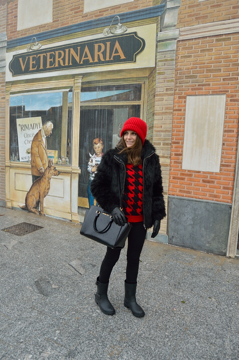 lara-vazquez-madlula-blog-black-outft-red-beanie-wellies-fashion