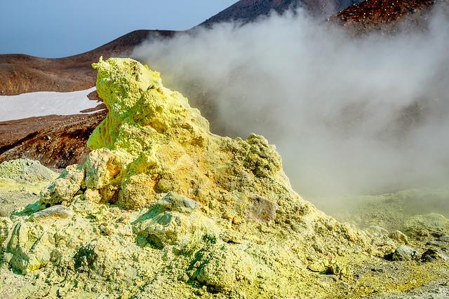 Fumarola en la isla de Paramushir. Islas Kuriles. Mar de Ojotsk.