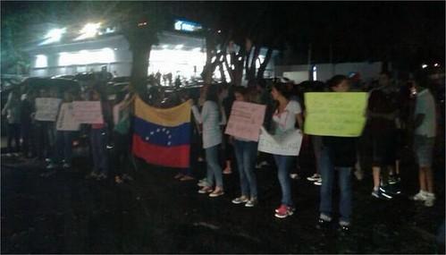 Twitter  estudiantesvenz #VistaAlegre El oeste de #Caracas ... - Google Chrome