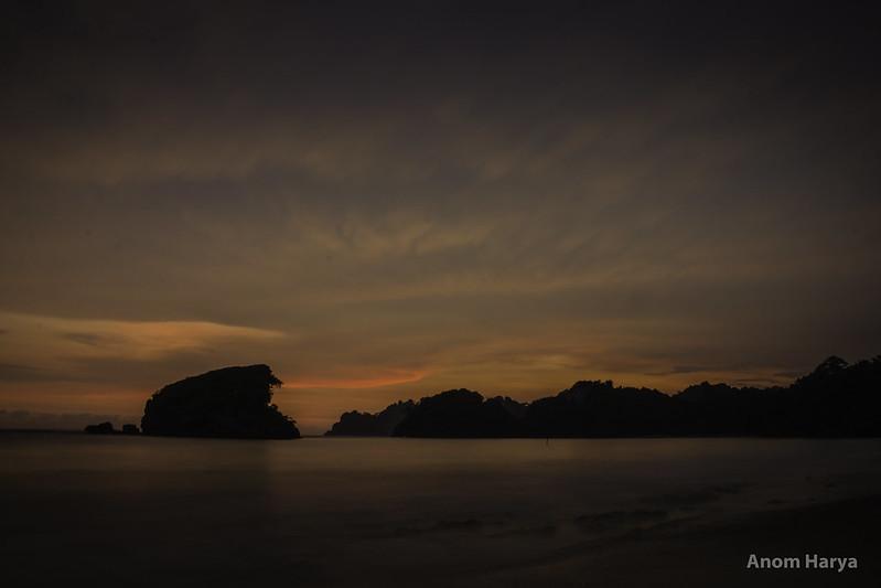 Bayangan senja di Pantai Kondang Merak.