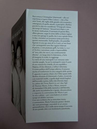 Mario Fortunato. Le voci di Berlino. Bompiani 2014. Progetto grafico: Polystudio; copertina: Carla Moroni; alla cop.: M. Weigel e U.M. Lene: @ H. Wilms; ritr. fotg. b/n dell'autore: @R. Bianchi. Risvolto della prima di sovracoperta. (part.), 1