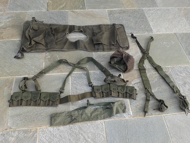 Manteau CANADIEN WW2 - Casque Tortue et pouch (s) sten- matos Corée 13734007535_77661cc8a8_z