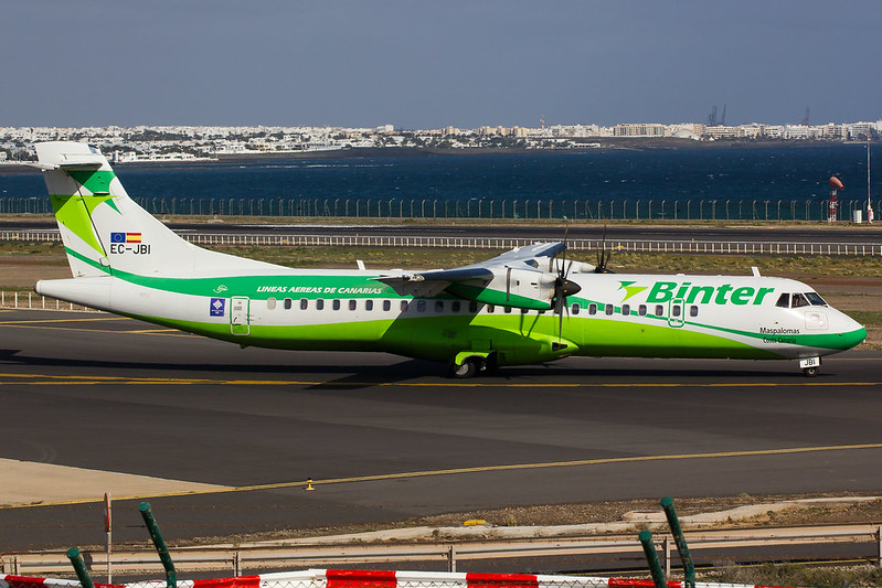 Binter Canarias - AT72 - EC-JBI (1)
