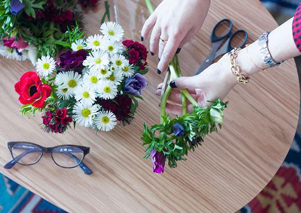 fashionpea, flowers, daisies, masunaga glasses, at home, lifestyle, בלוג אופנה, סידורי פרחים, משקפיים, משקפי ראייה, אופטיקה רעננה, אפונה בלוג אופנה