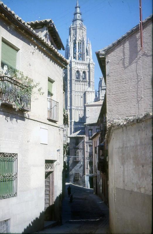 Toledo en noviembre de 1961 fotografiado por Piet Welling y Lieke Welling. Catedral vista desde Santa Isabel.