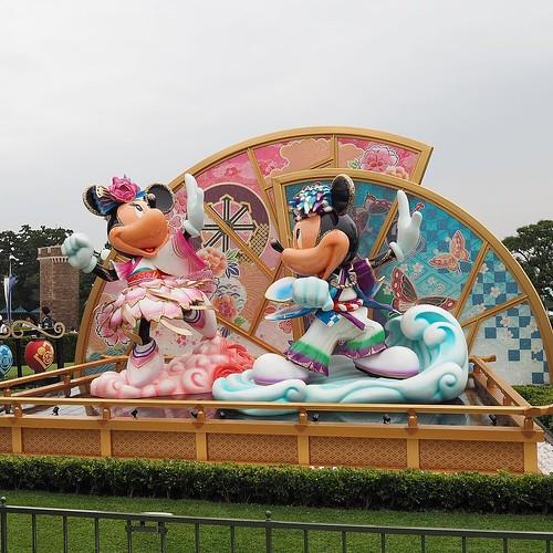 キラキラ模様が入ってる。上海ディズニーランドのクリスタルグロットみたい…