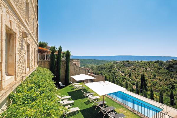 Piscine exterieure avec vue sur le luberon de l 39 hotel spa for Camping luberon avec piscine