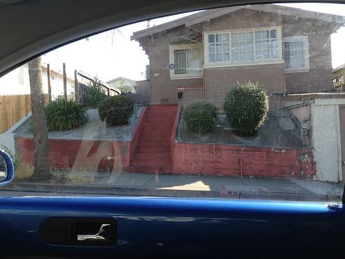 wtf? concrete front yard. ahahaha