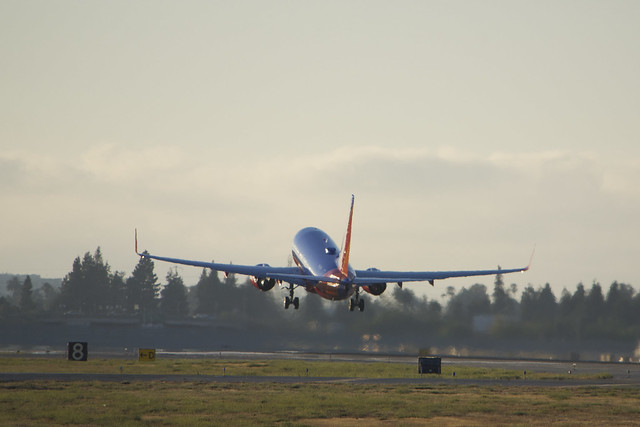 Boeing 737 737-700 Southwest Airlines, rises into the evening