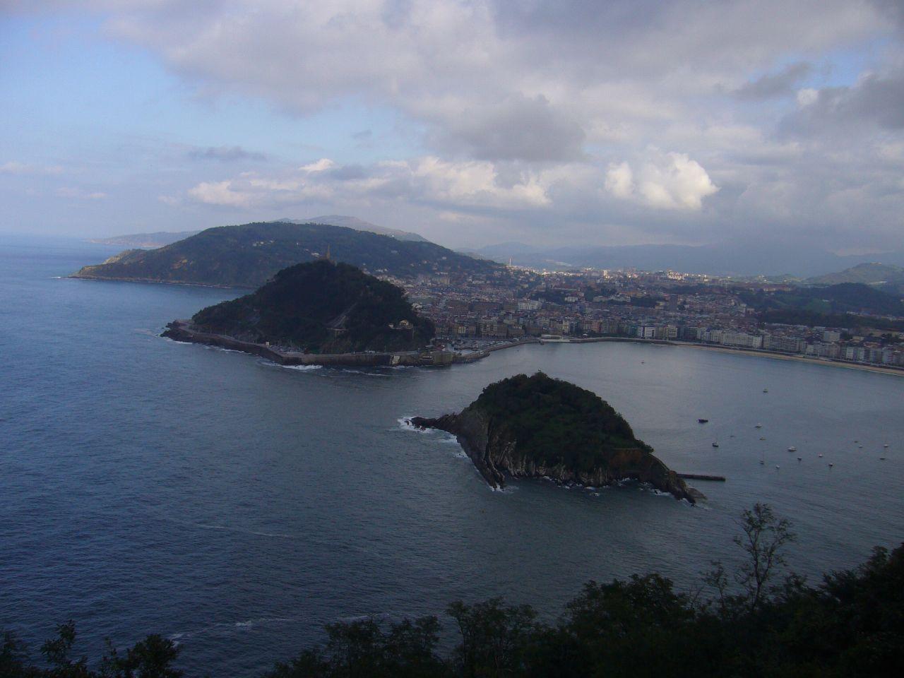 Isla de Santa Clara y Monte Urgull. Autor, Sfgamchick