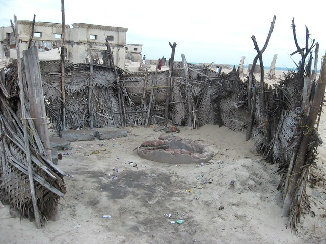 The bathroom includes a temperory structure having thatched walls on the sides. The water source in the bathrooms is made by creating temperory water pits in the sand. The bathroom is mainly used for washing and bathing.