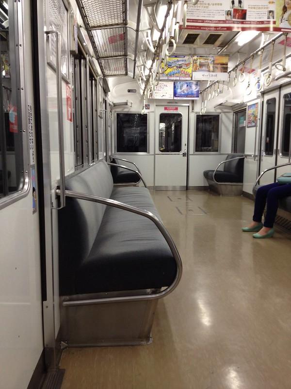 関空行き南海電車の車内 by haruhiko_iyota