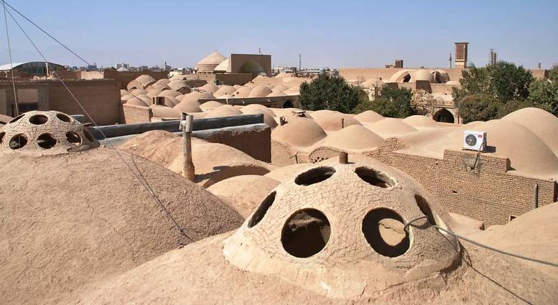 259 vista desde una terraza de los tejados de las casas del Casco antiguo y mezquitas de Yazd (111)