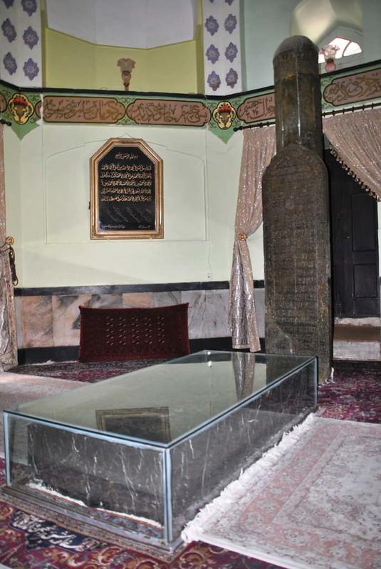 172 Nishabor, tumbas de KamaloMolk y Atter (3)