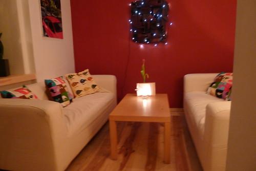 Die Atmosphare Ist Gemutlich Es Wirkt Wie In Einem Stylischen Modernen Wohnzimmer