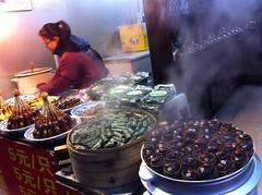 Qibao, gésiers de canard, rouleau de porc, riz rouge sucré