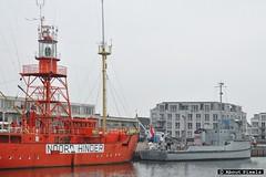 2015-02 De 'Noord Hinder' en de 'AMS ms Bernisse' aan de Koningskade (Hellevoetsluis)