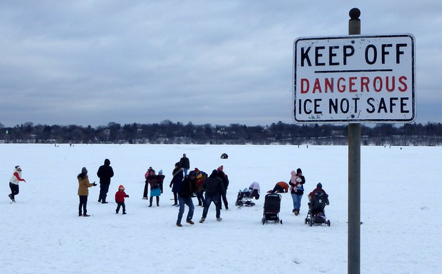Sign: Keep off. Dangerous. Ice not safe.