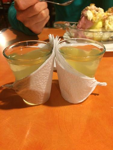 """Cuenca: nous avons enfin pu goûter le """"canelazo"""", un alcool de canne à sucre aromatisé à la canelle et qui se boit chaud."""