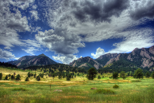 boulder flatirons colorado mountain 201607 summer grass blue white green 5817