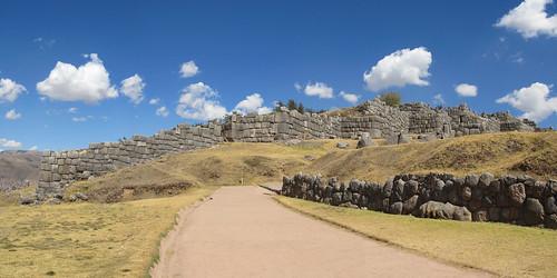 Sacsayhuaman: ne connaissant pas la roue, personne ne sait comment les incas ont fait pour transporter ces grosses pierres
