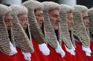 香港律师争取戴假发权利