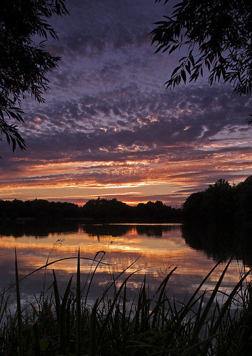 bridge sunset cloud lake reflection grass wiltshire silhouttes neigh somerfordkeynes