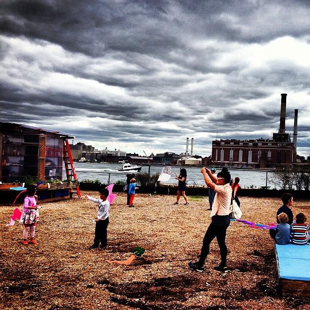 Kite flying #pier42 #nyc #newyorkcity #manhattan #eastriver #estuary #les #lowereastside #followme #imagesforyoursenses