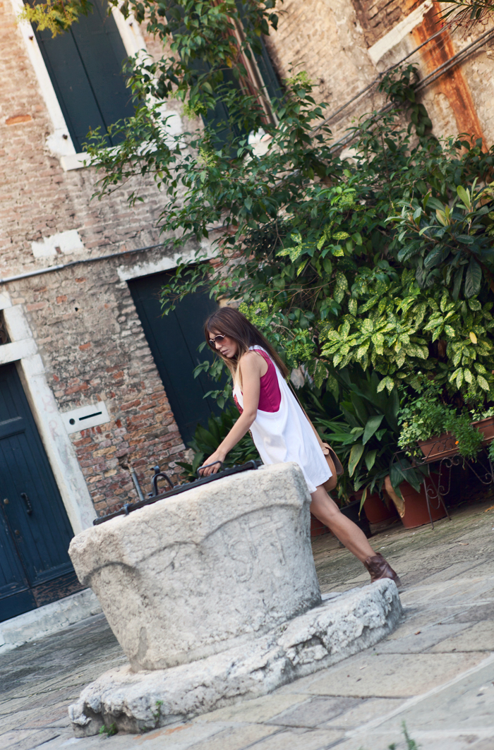 street style barbara crespo somewhere in venice streets italy outfit