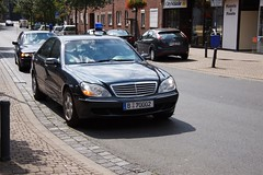 mercedes-benz w221(0.0), automobile(1.0), automotive exterior(1.0), executive car(1.0), wheel(1.0), vehicle(1.0), mercedes-benz(1.0), mercedes-benz s-class(1.0), sedan(1.0), land vehicle(1.0), luxury vehicle(1.0), vehicle registration plate(1.0),