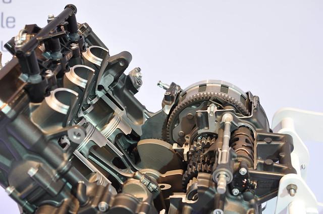 Photos moteur MT-09 ( pour ceux qui ont un pb de distri notamment ) 11352393835_5f3cc1f126_z