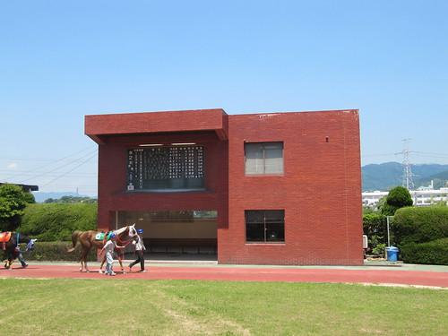 佐賀競馬場のパドックにある建屋