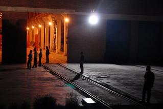 Operarios esperando el tren para el cambio de bogies en China Fronteras del Transiberiano - 12727258263 2fb323a628 n - Fronteras del Transiberiano