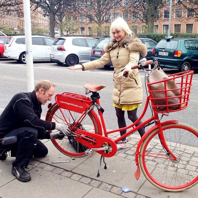 Lucky me: #Copenhagen #handyman - SO grateful! #velorbis