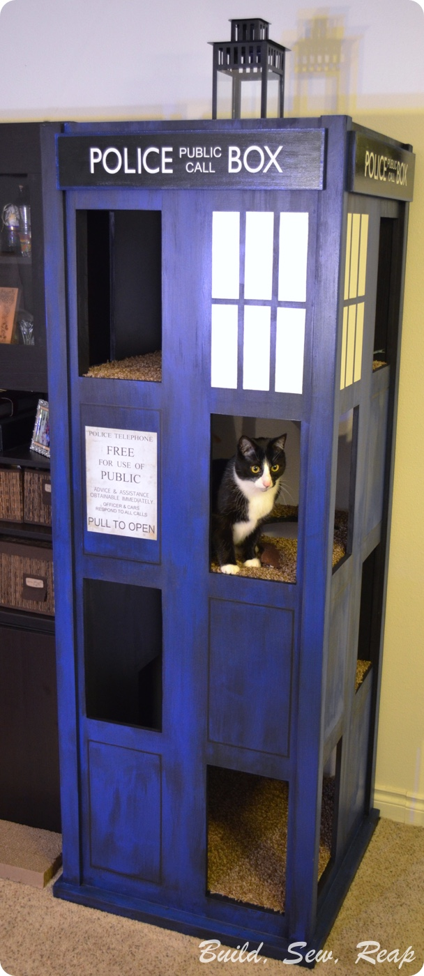 Tardis Cat Condo by Julie @ Build, Sew, Reap