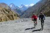 Nepal, Bike Rund um Annapurna. Im Kali Gandaki zwischen Annapurna und Dhaulagiri. Foto: Andreas Uffelmann.