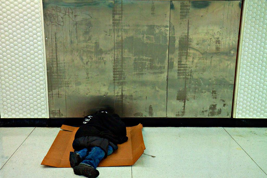Homeless-inside-BART-station-in-3-13--San-Francisco-3