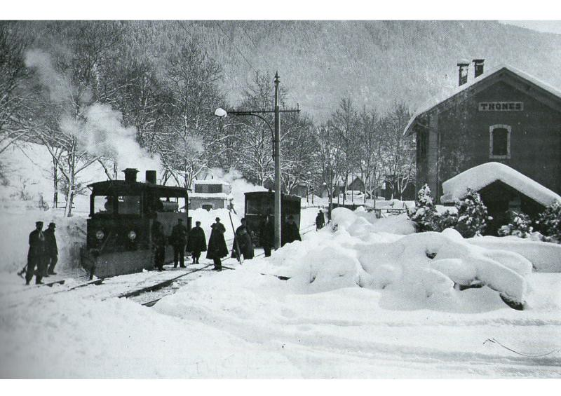 home page tram in the snow