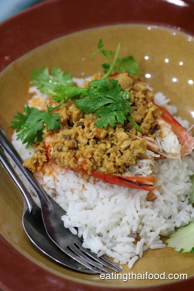 Khao Goong Rad Sauce Man Boo (ข้าวกุ้งราดซอสมันปู)
