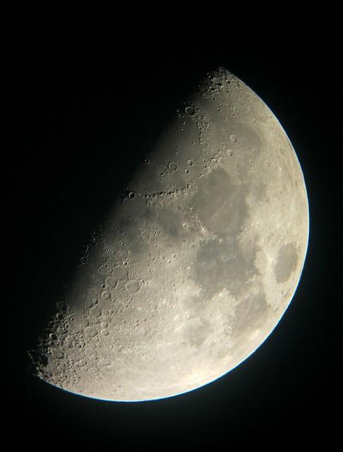La luna en cuarto creciente flickr photo sharing for Cuarto menguante de la luna