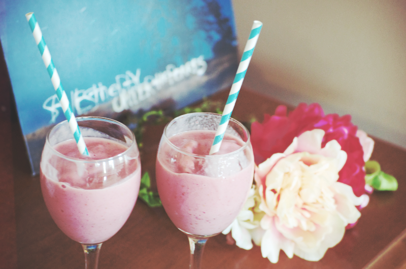 Raspberry & Strawberry Cheesecake Smoothie