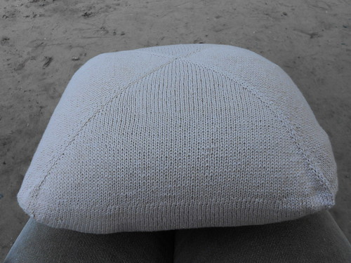подушка на коленях