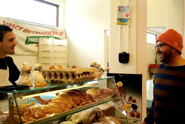ここはフランスでいちばんいい鶏肉屋なんだそう。