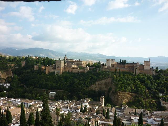 L'Alhambra vue de l'Albaicin, du haut du mirador de Saint-Nicolas, Andalousie, Grenade