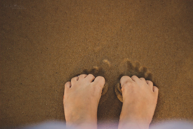 {5/52} Feet on the beach