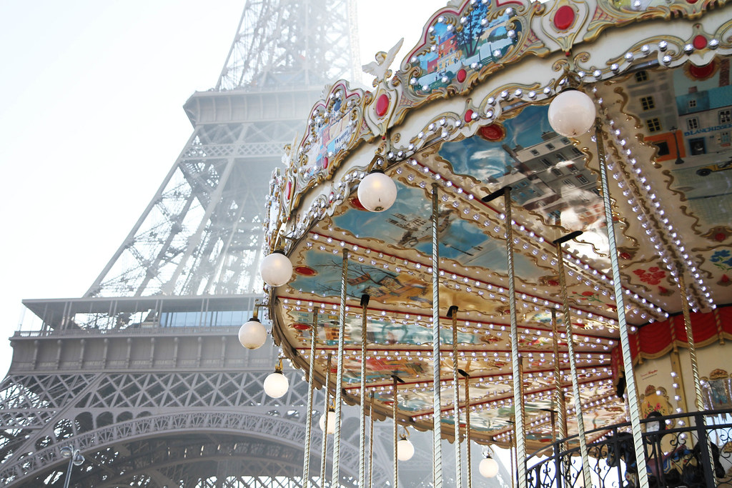 Carousel Eiffel Tower-3.jpg