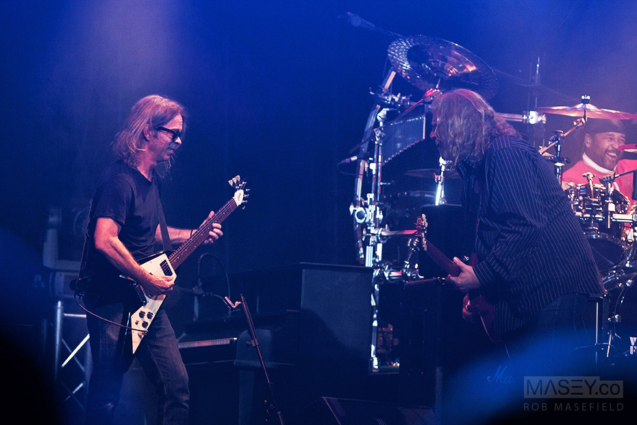 Warren Haynes jamming and duelling with Tim Reynolds.